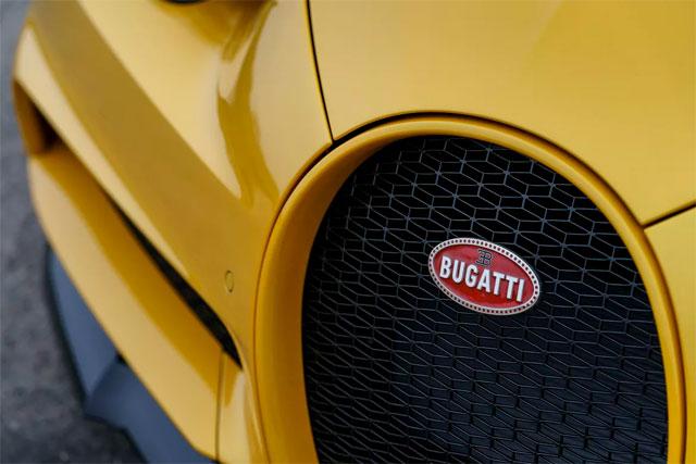 Bugatti Chiron Fornt Side