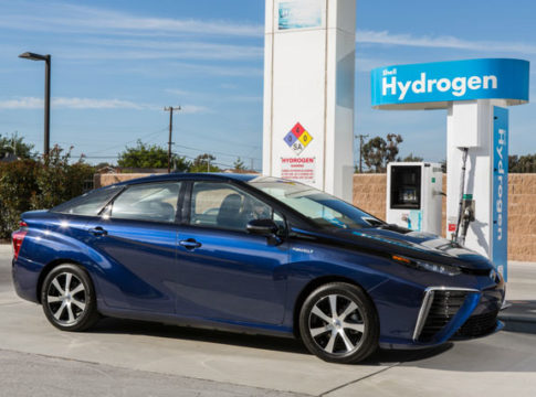 Honda Toyota Hydrogen Fuel-Cell Refuelling Japan