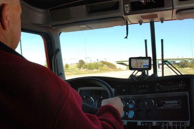 Importance of GPS Navigation for Commercial Truck Drivers