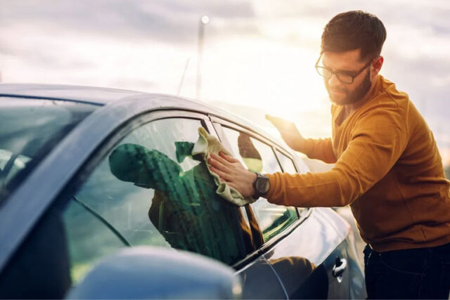 7 Tips To Clean Your Car Windows Without Streaks