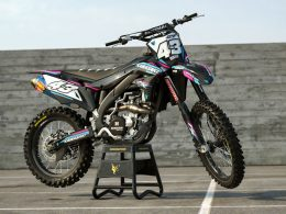 Why You Should Customise Your Dirt Bike With Motocross Graphics